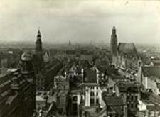 Blick vom Maria-Magdalenen Kirchturm auf den Rathausblock und die westl. Stadt