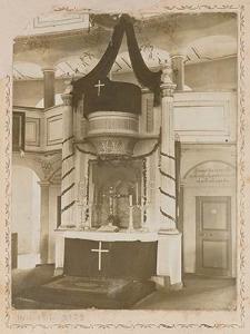 [Żeliszów, wnętrze kościoła ewangelickiego, ołtarz-ambona]