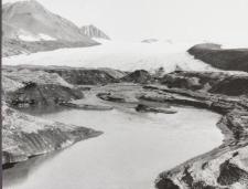 Martwy lód i rzeka lodowcowa w północnej części Lodowca Werenskiolda