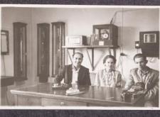 3 osoby w pomieszczeniu Obserwatorium