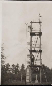 stara wieża pomiarowa w ogródku meteorologicznym