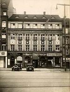 Am Rathaus 10 in Breslau, vor der Entschandelung der Gebäudefront, Juni 1937
