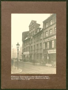 """Eckhaus Ohlauerstr. u. Christophoriplatz genannt """"Alter Weinstock"""" abgebroch. 1907"""