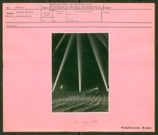Deutsches Turn- und Sportfest Breslau 1938. Der Lichtdom als Abschluß des Festspieles, das allabendlich von 50 000 Zuschauern besucht wurde