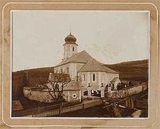 [Kościół wiejski otoczony cmentarzem]